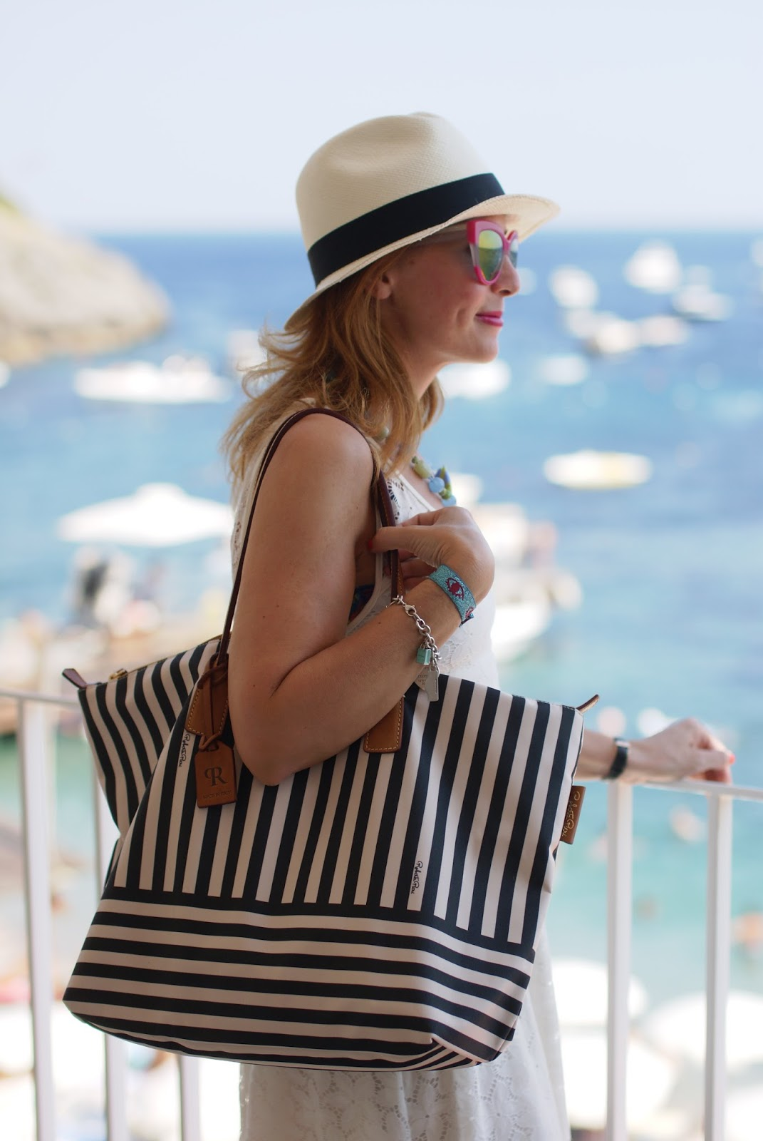 Amalfi coast look, what to wear on the Amalfi Coast,  holiday fashion, Ecua-Andino panama hat and Robertina bag on Fashion and Cookies fashion blog, fashion blogger style