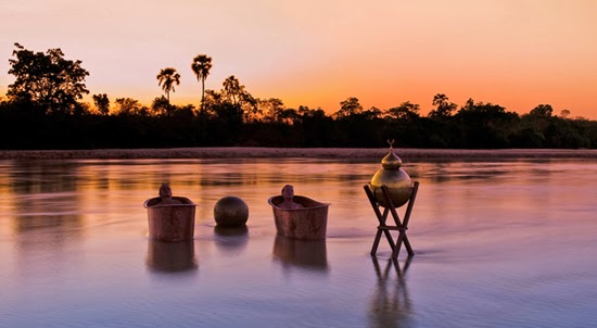 Safari Fusion blog | Bath with a view | The elegance of a bygone era, sunset bathing in a copper tub in an African river
