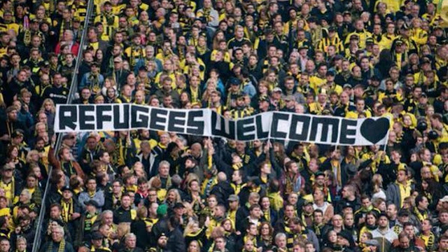 #refugeeswelcome hashtag Trending on Twitter