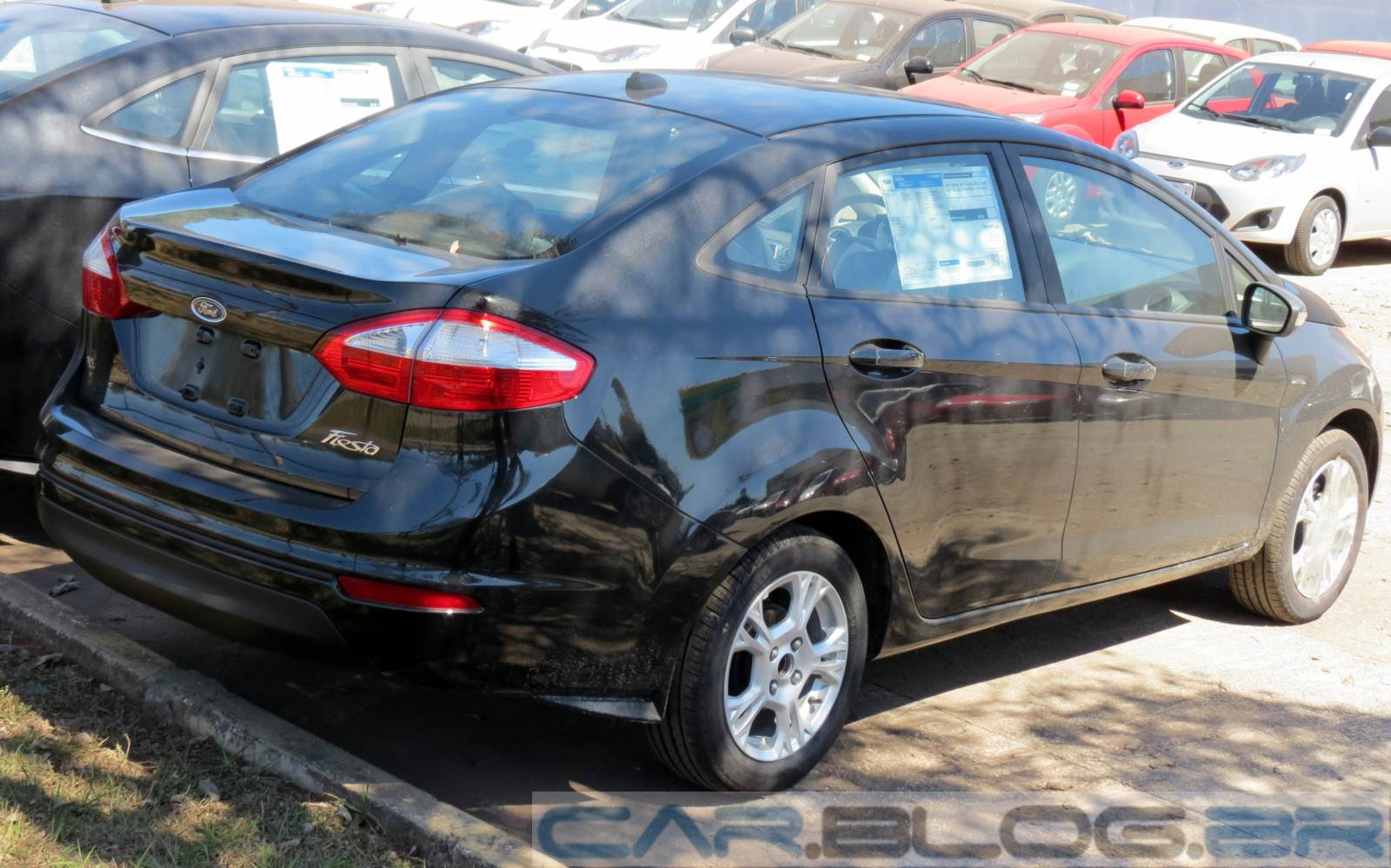 Ford New Fiesta Sedan 1.6 MT 2015