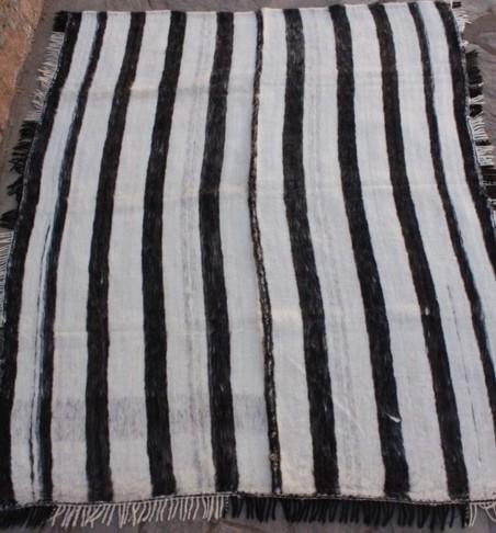 4.-Manta de Cama Oveja  1,95 kg.x 2,25 kg.   4,875 kg cardadas  $ 2650.-
