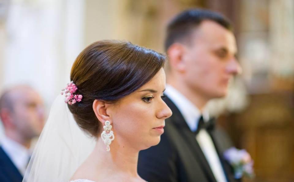 Śmietankowe kolczyki ślubne sutasz