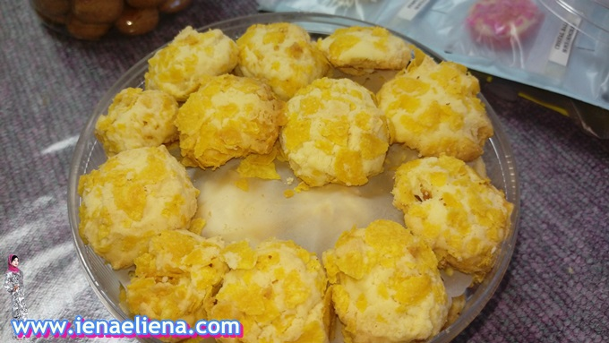 Homemade: Biskut Cornflake  RM 24/ 50 pcs