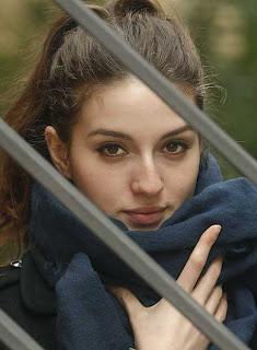 Maria Valverde Hairstyle 11