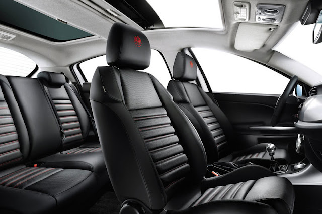 2012-Alfa-Romeo-Giulietta-Interior-back