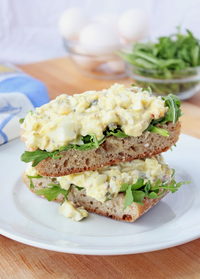 Healthy and Fresh Egg Salad with Greek Yogurt and Capers. Simple and delicious springtime meal. | Recipe by chelsa-bea.com