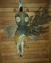 PRIMITIVE BUMBLE BEE DECORATION