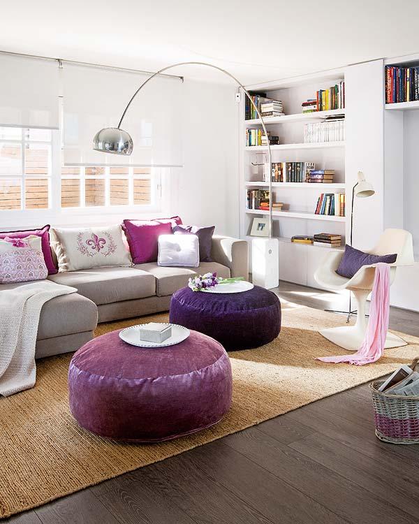 Una vivienda en morado y gris comodoos interiores - Salon gris y morado ...