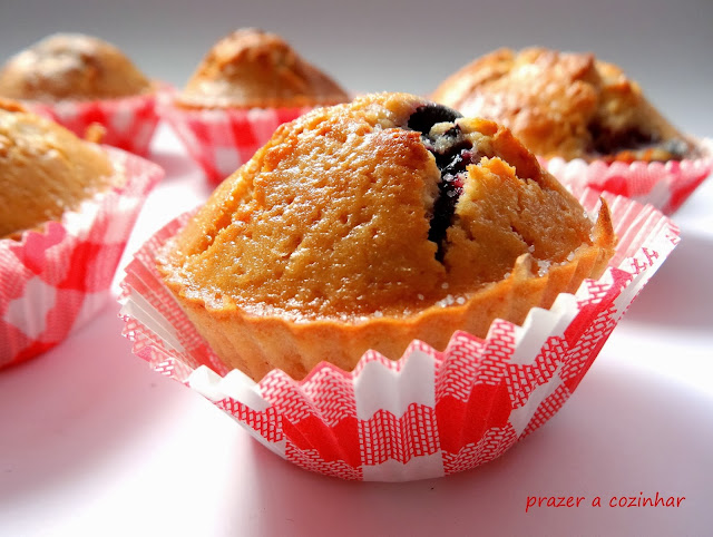 prazer a cozinhar - Citrus Sunshine Muffins with mixed berries