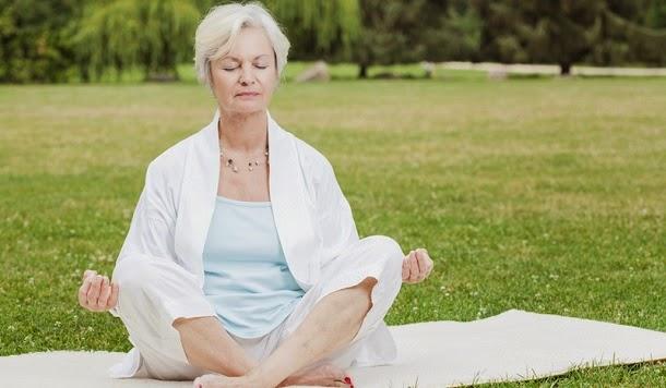 Meditação Mindfulness pode ajudar idosos a dormir melhor