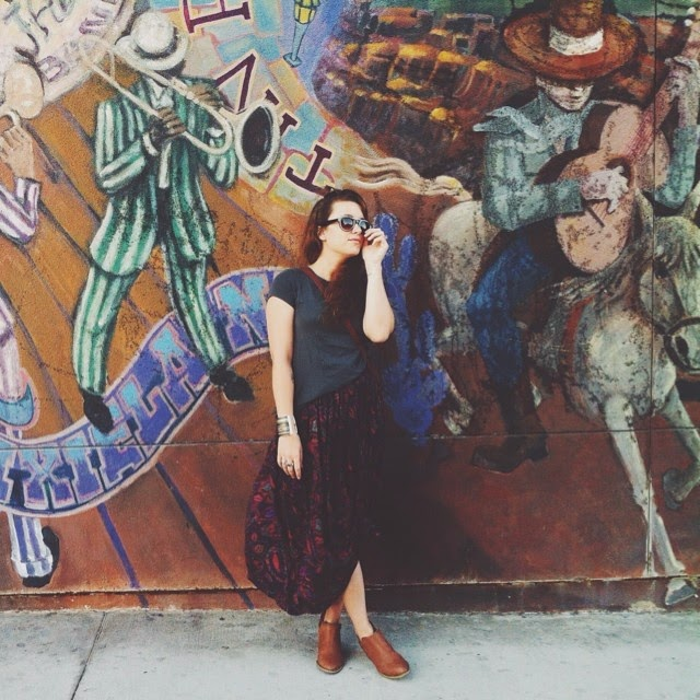 Los Angeles based fashion blogger wear vintage paisley print skirt with bohemian accents outfit