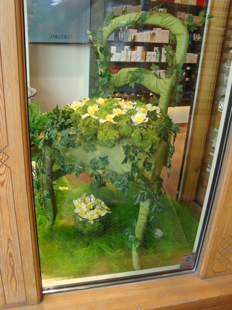 Laliesgarden provocatrice d 39 ambiance vitrine de printemps la pharmacie internationale - Decoration vitrine printemps ...