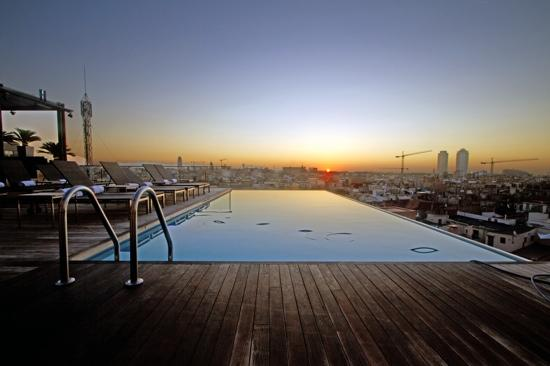 her world the travel blog top 10 best hotel swimming pools in the world. Black Bedroom Furniture Sets. Home Design Ideas