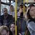 Esta mulher não quer se sentar perto deste senhor... Segundos depois ele está perplexo, pois descobre o porquê.