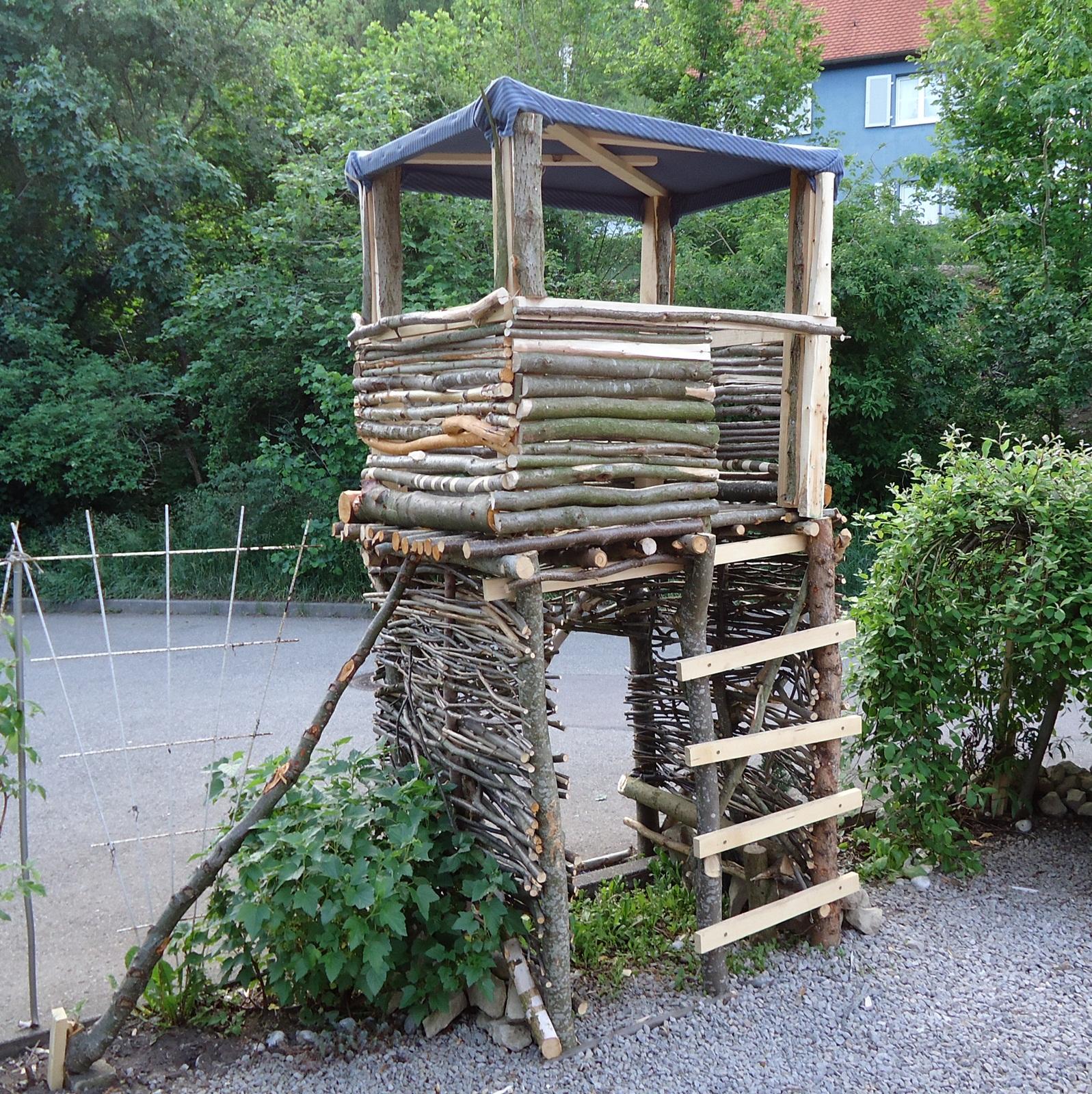 Stelzenhaus aus Baumstämmen bauen