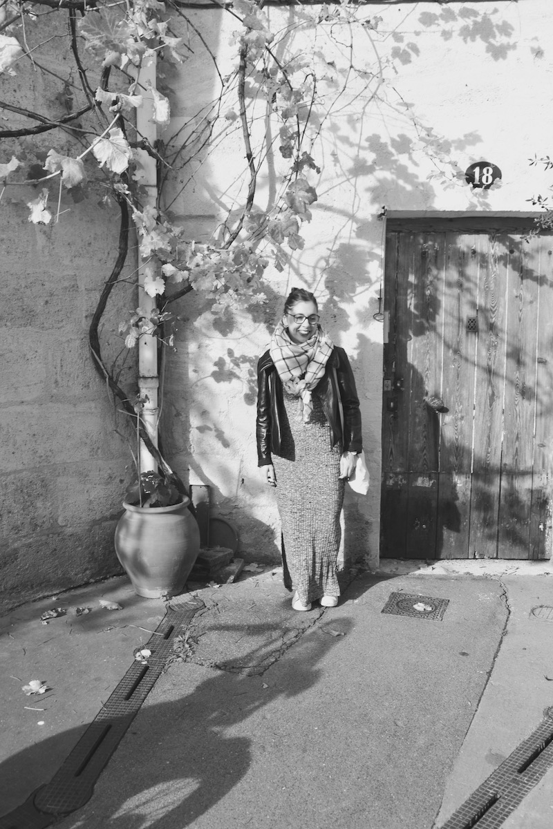 robe longue fendu Mango, perfecto Isabel Marant, Stan Smith, écharpe noir et blanche zara