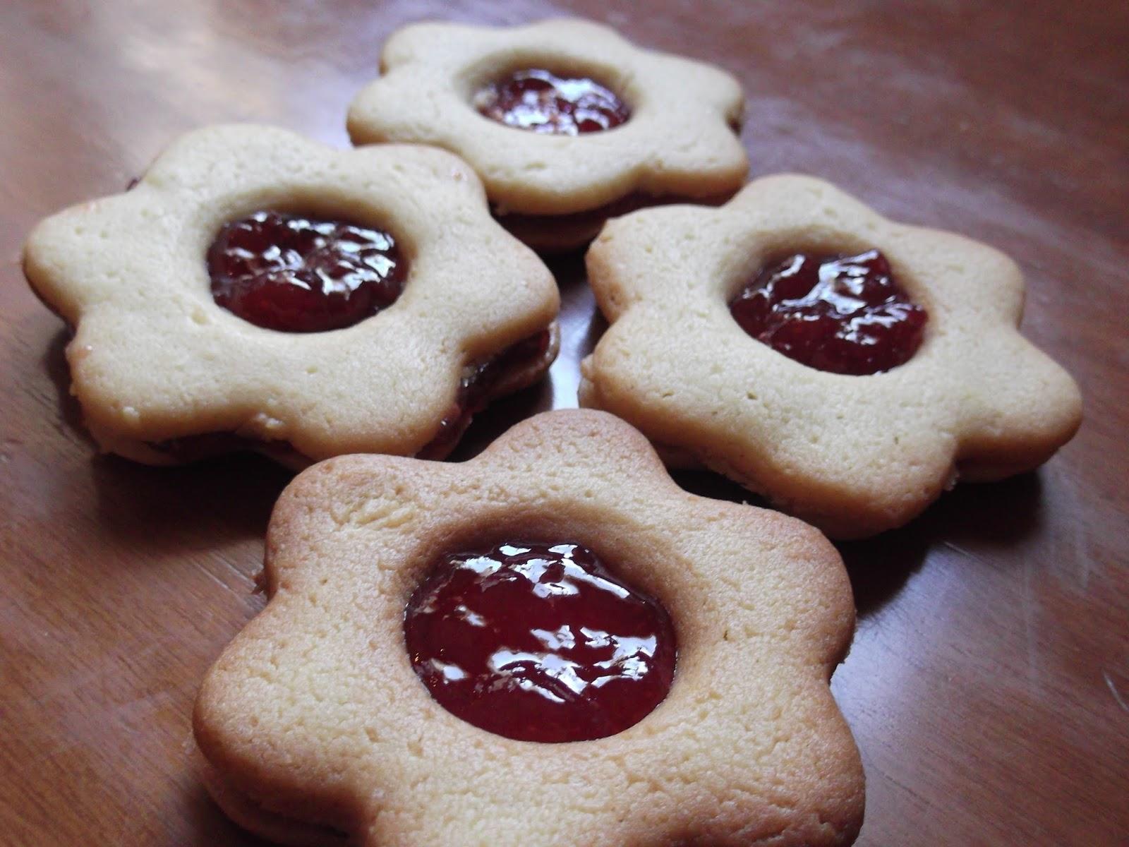 Μπισκότα γεμιστά με μαρμελάδα