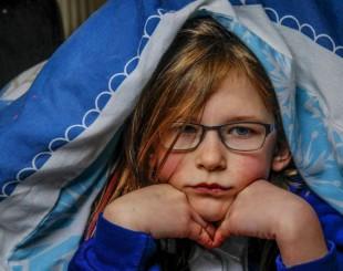 Conheça a menina de sete anos que não sente dor, fome ou cansaço