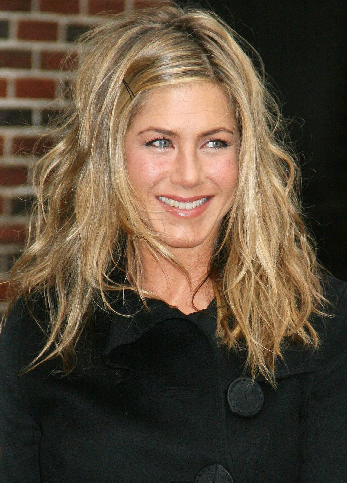 http://4.bp.blogspot.com/-WLcGPSBT4ZE/TlADayAw81I/AAAAAAAAAOQ/tLHRDw09rCE/s1600/Jennifer-Aniston-movie-pics-pictures-photos-images-adam-bio%2B%2525281%252529.jpeg
