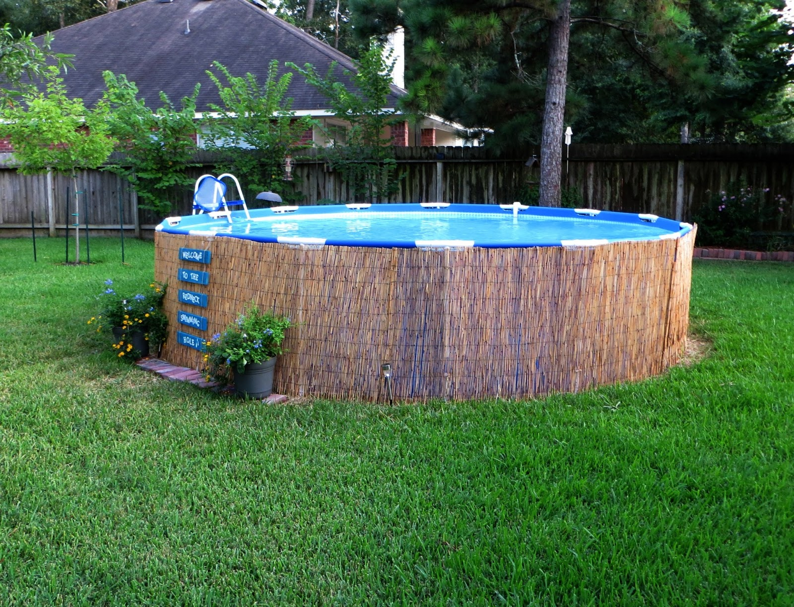 Crafty in crosby easy pallet sign and above ground pool for Above ground pool border ideas