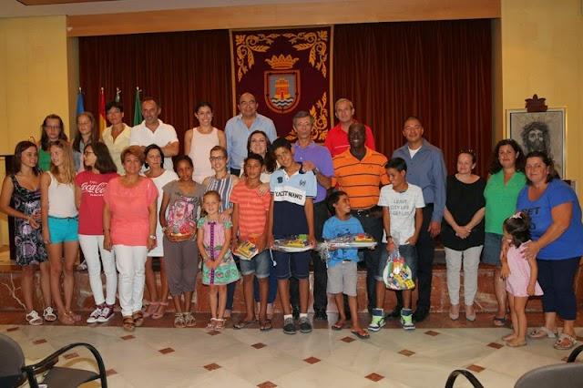La Alcaldesa recibió a los niños saharauis y bielorrusos que pasan su verano en la localidad de Rota
