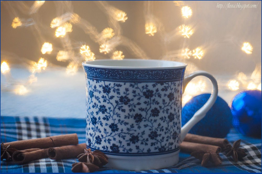 фотография чашка  корица, новый год бокэ снежинки