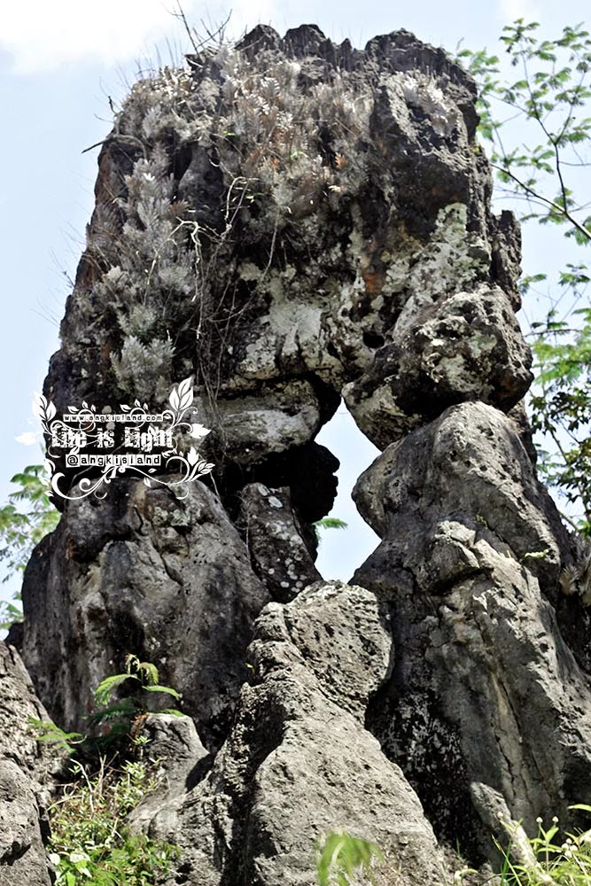 Watu Blencong rock