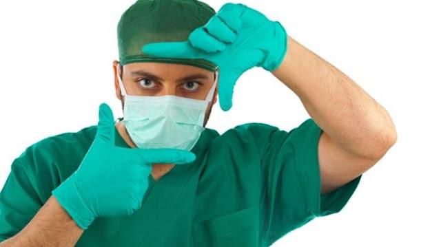 Alasan Dokter Bedah Slalu Memakai Baju Hijau