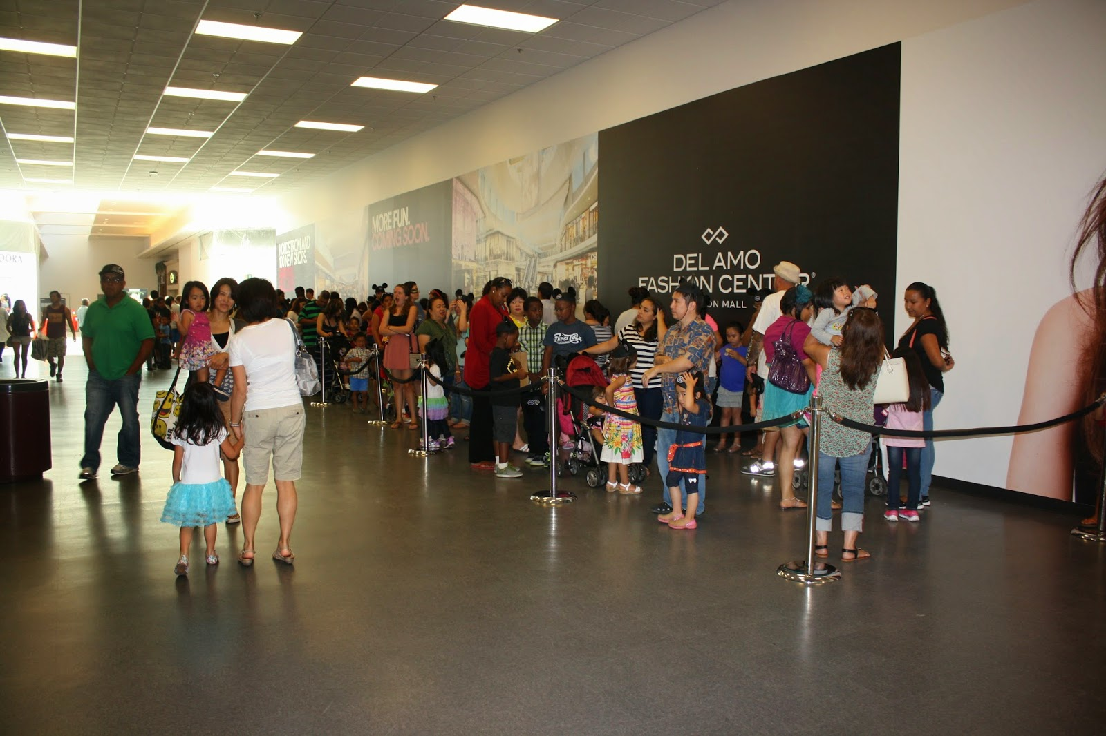 a recap of the disney store grand opening in torrance fun things to do in la discount tickets. Black Bedroom Furniture Sets. Home Design Ideas