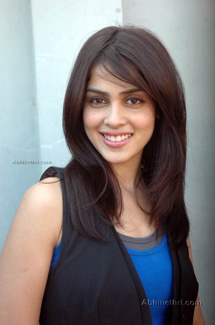 Hot actress picsGenelia Hairstyle In Force