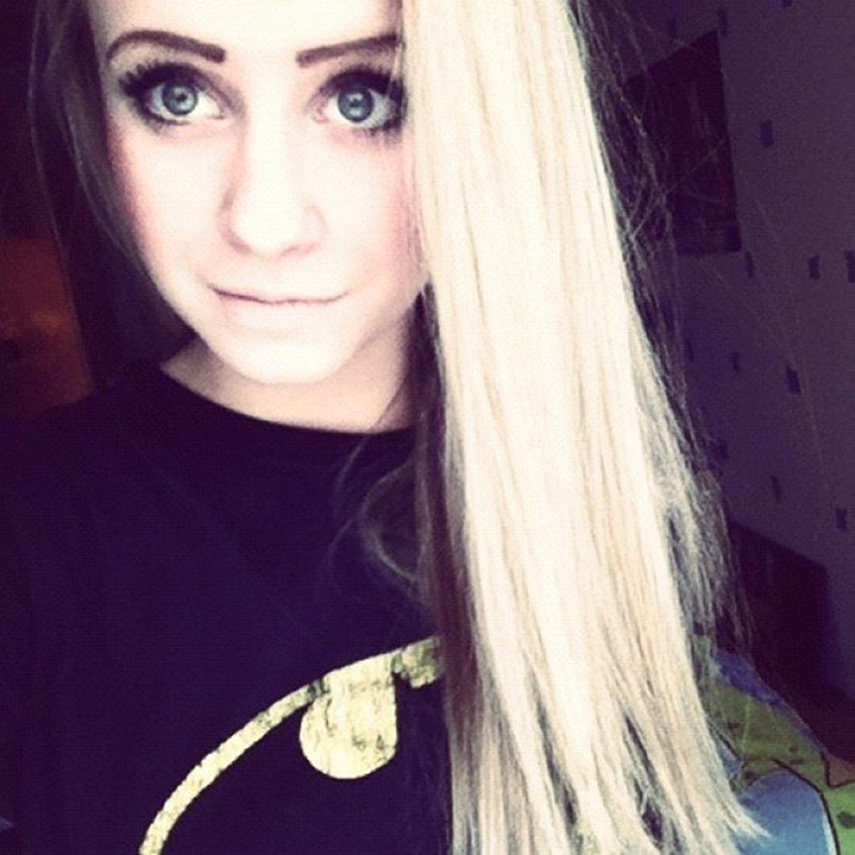 Фото одной и той же 16 летней красивой девушки на аву в вк