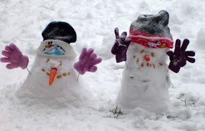 Bonecos de neve em Berlim. Clima mundial não aqueceu nos últimos 16 anos