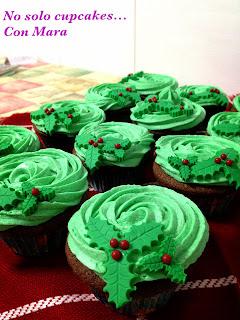 Cupcakes con chocolate y menta, decorados para Navidad