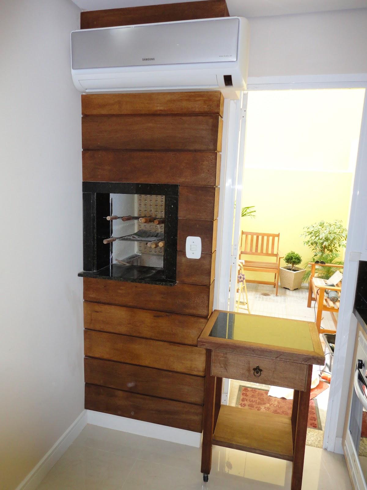 Painel de madeira na churrasqueira mais mesa auxiliar para churrasco #9A6931 1200x1600