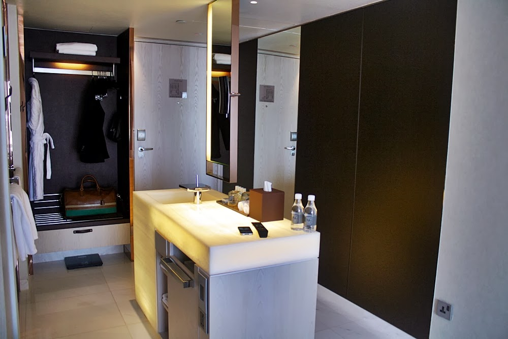 NAUMI LUXURY BOUTIQUE HOTEL SINGAPORE REVIEW ON DELUXSHIONIST TRAVEL