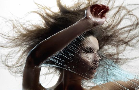 iain crawford fotografia modelos mulheres fluidos cores água maquiagem