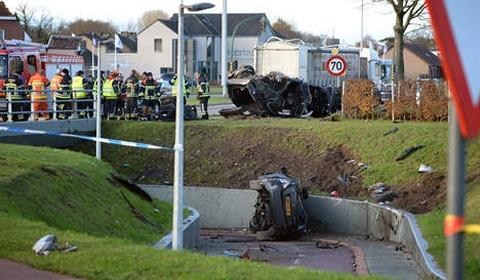 new car spirit fatal crash porsche and mercedes in belgium. Black Bedroom Furniture Sets. Home Design Ideas