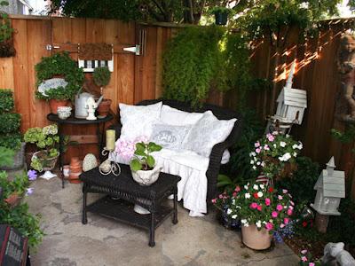 Awaesome Small Space Patio Garden Design Idea
