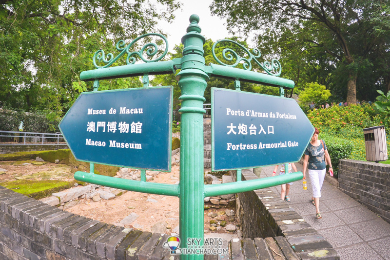 Ways to Macau Museum澳门博物馆 and Fortress Armourial Gate大炮台入口