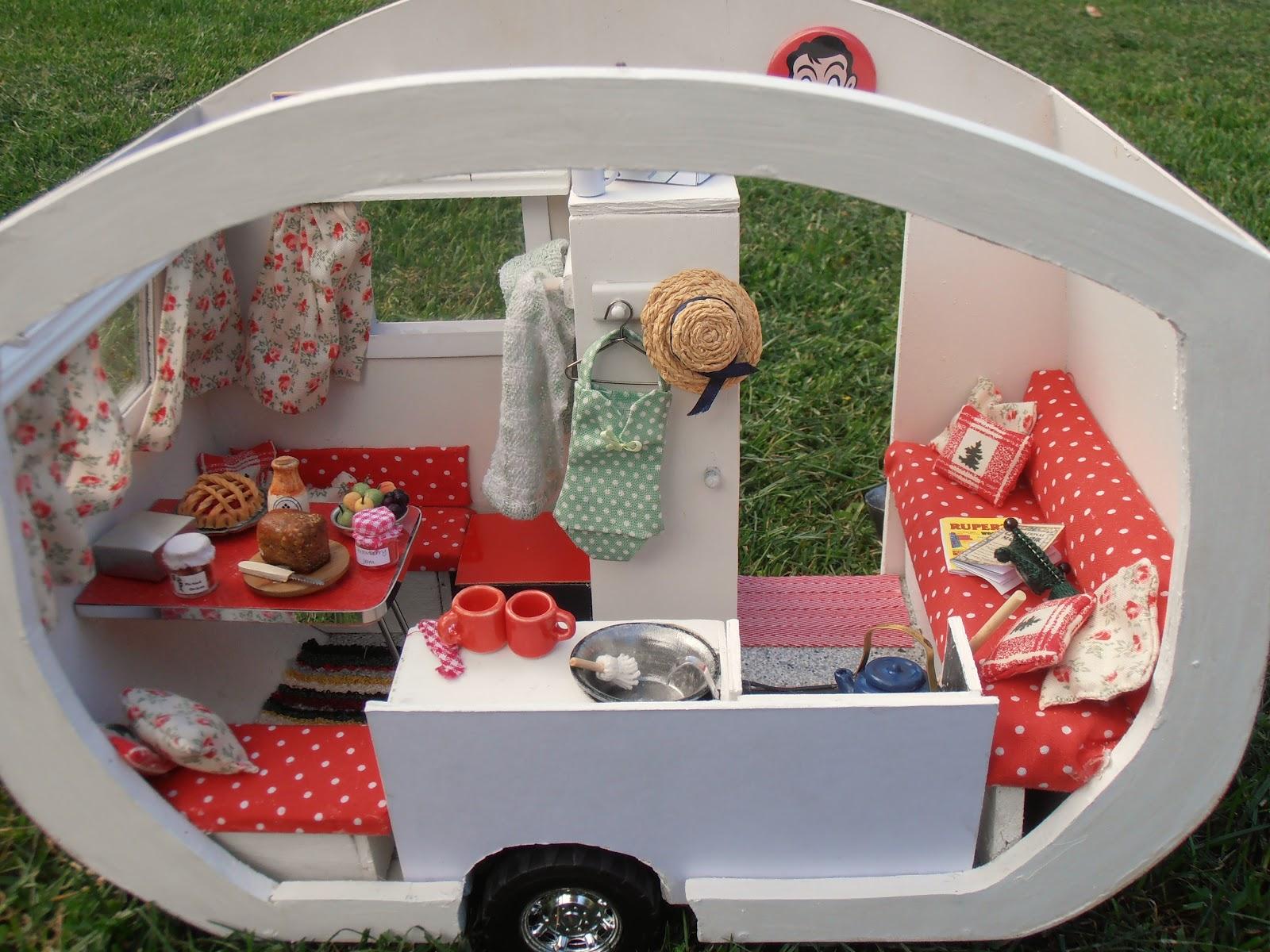 Retro Caravan Minis Dolls and Houses