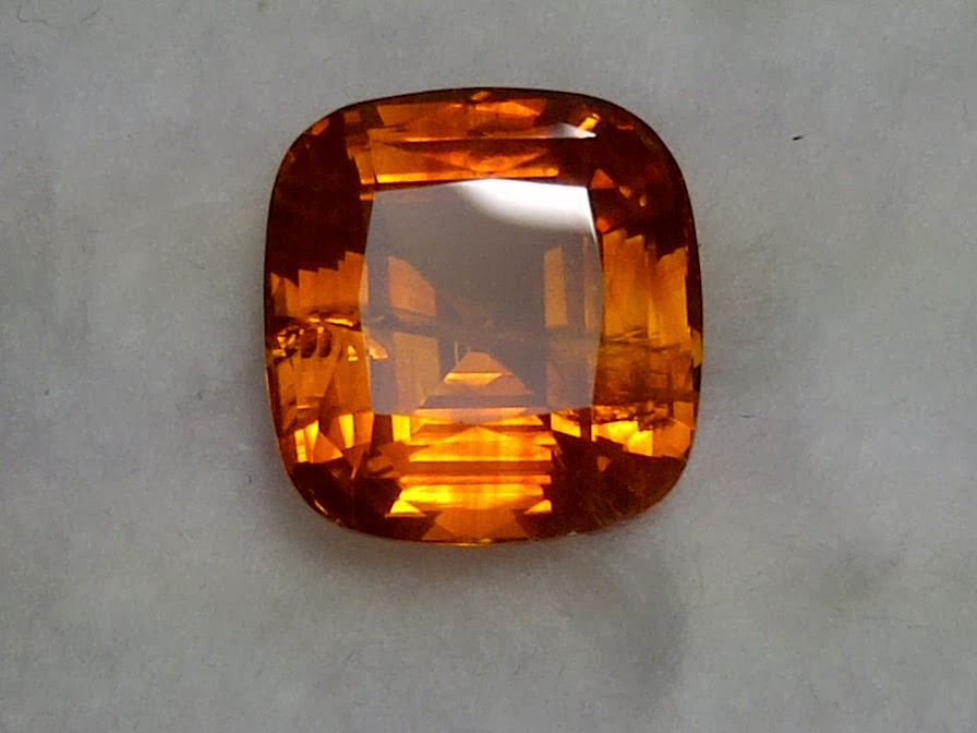 10,37ct NATURAL ORANGE SAPPHIRE