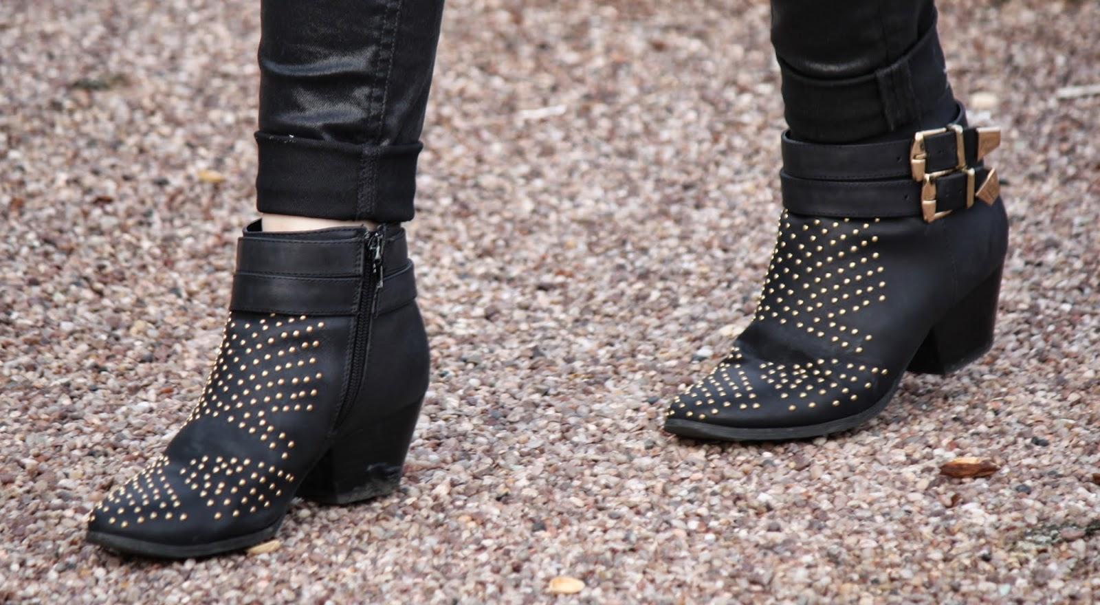 Close up forever 21 boots