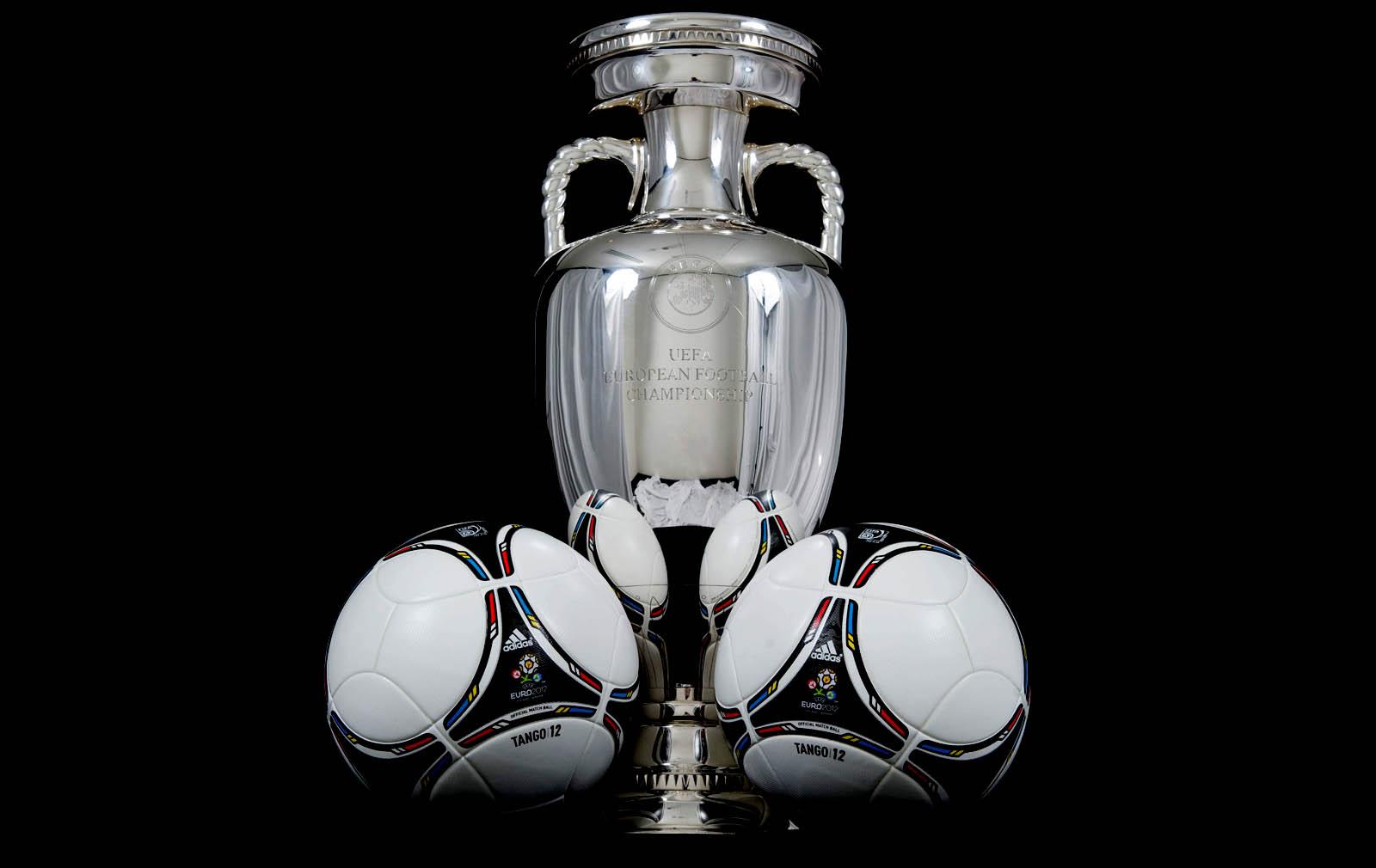 http://4.bp.blogspot.com/-WP-FlZzY5Aw/T50h2vo1QQI/AAAAAAAABdI/xHevBiPqKO8/s1600/Uefa_Euro_2012_Cup_and_Official_Tango_Matchballs_HD_Wallpaper-Vvallpaper.Net.jpg