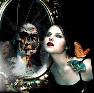 Prompt #93 - aku takut pada cermin