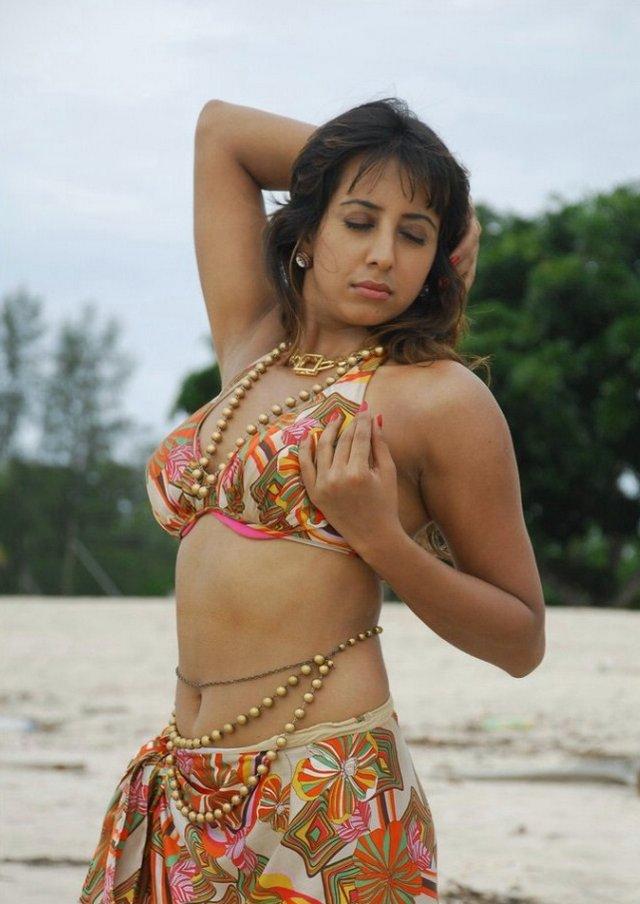 http://4.bp.blogspot.com/-WPGVY1wSxYw/TlN8ZPFaqeI/AAAAAAAAd9k/ceLEWEc5RKk/s1600/hot_sanjana.jpg