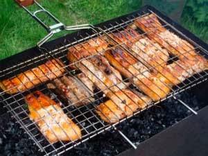 Рыба на решетке барбекю