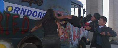 JetLi gebruikt Aaliyah als wapen
