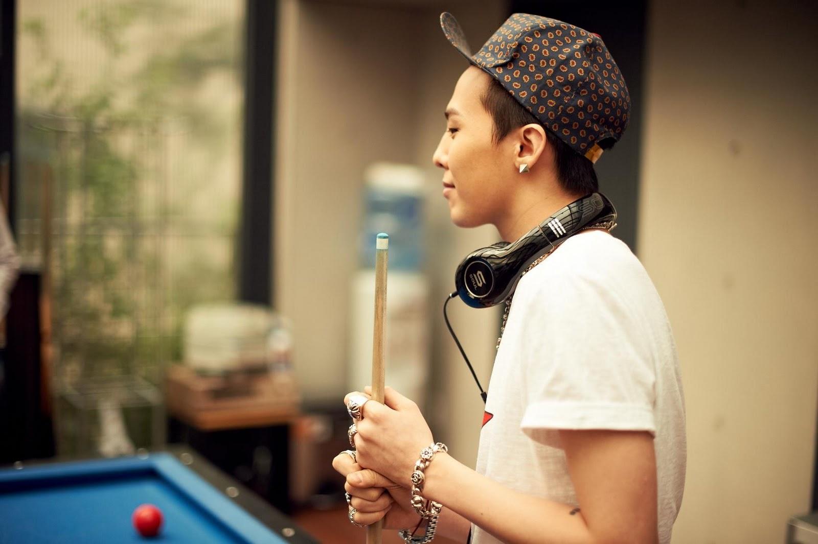 G-Dragon  Photos - Page 2 Bigbang-soul-by-ludacris-headphones-bigbangupdates.com-7