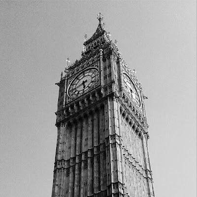 Big Ben o Torre de Elisabeth marcando la hora inglesa