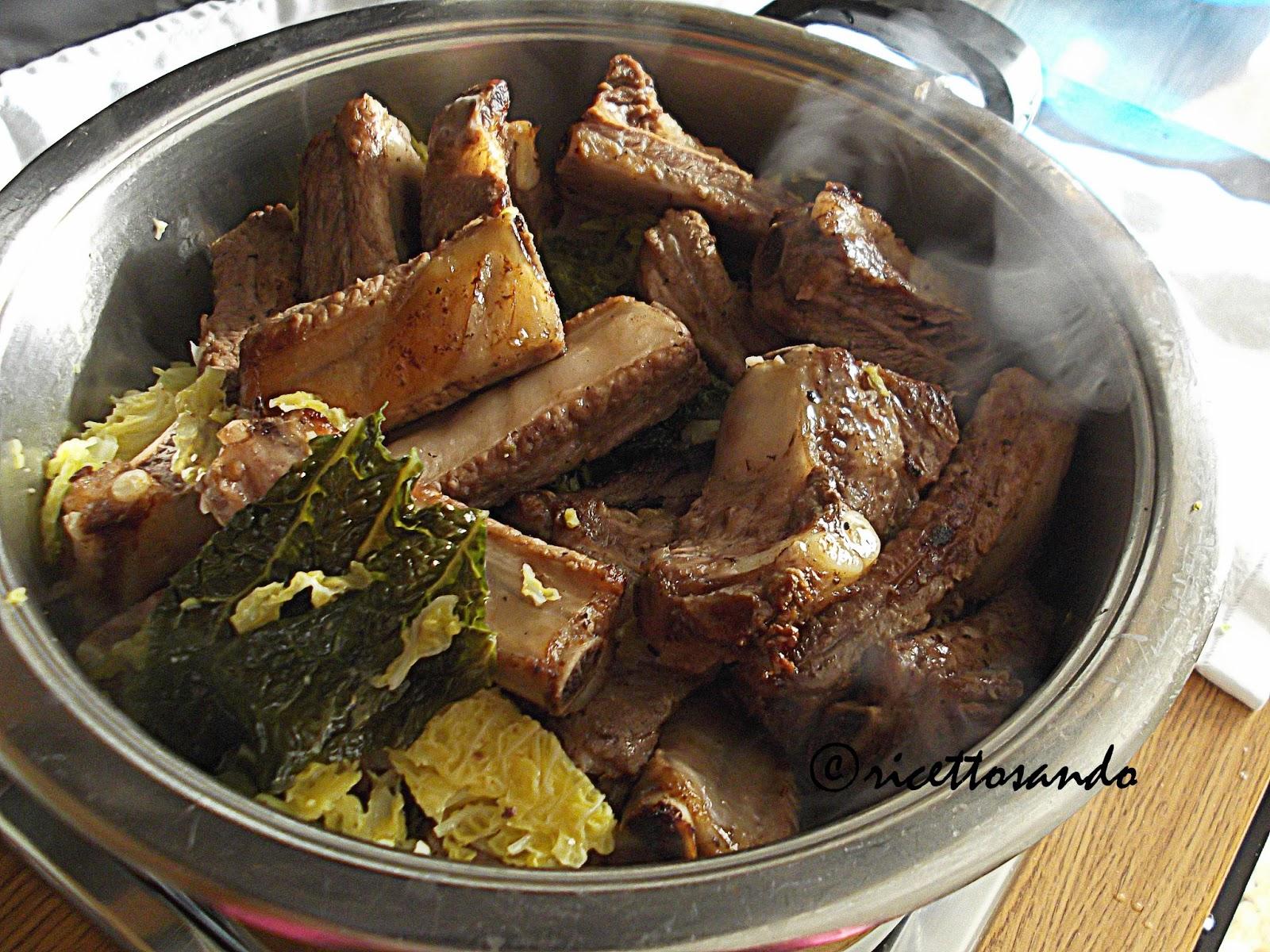 Cassoeula bergamasca ricetta tradizionale di verza, cotechine e costine